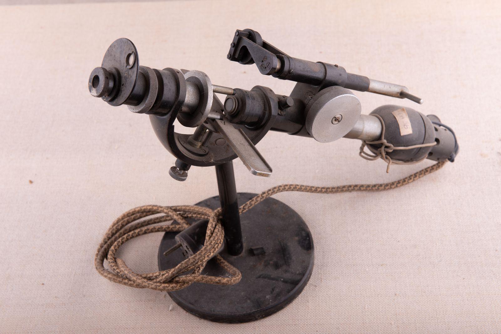 Muzei10_Апарат за измерване, корекция на диоптри, използван в средата на ХХв