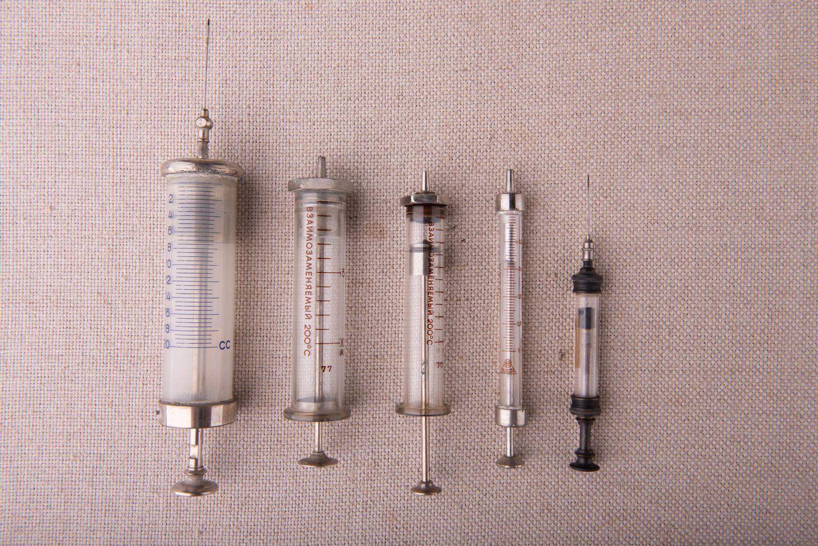 Muzei34_Колекция спринцовки, инжекционни от средата на 20-ти век