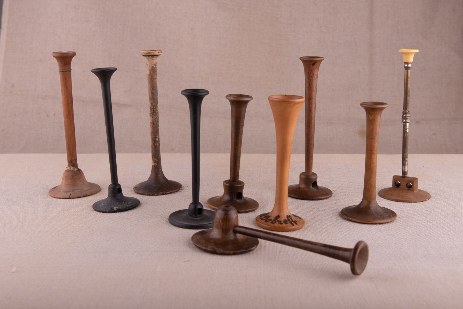 Muzei63_Колекция стетоскопи от края на 19-ти век и началото на 20-ти век