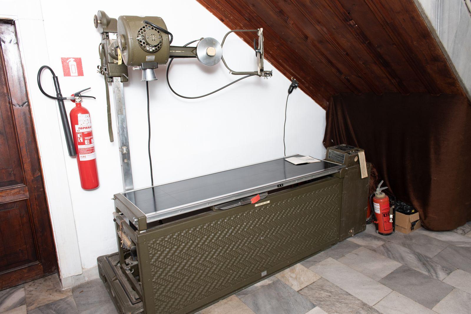 Muzei76_Рентгенографски и флоуороскопски апарат. Произведен 1957г. в САЩ от  Picer X-rey corp., предназначен за Американската армия