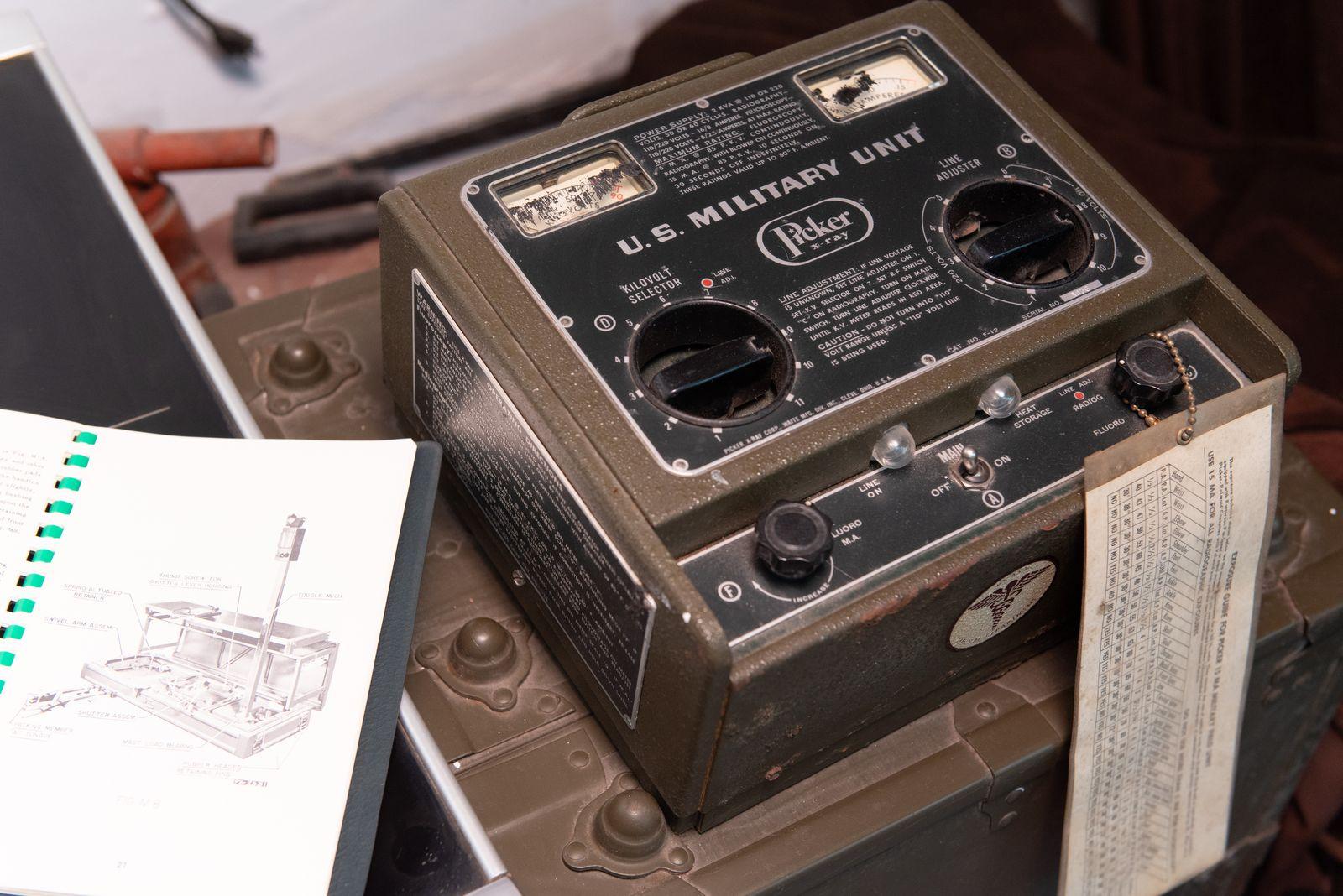 Muzei77_Устройство към рентгенографски и флоуороскопски апарат, произведено през 1957г. в САЩ от Picer X-rey corp., предназначен за Американската армия