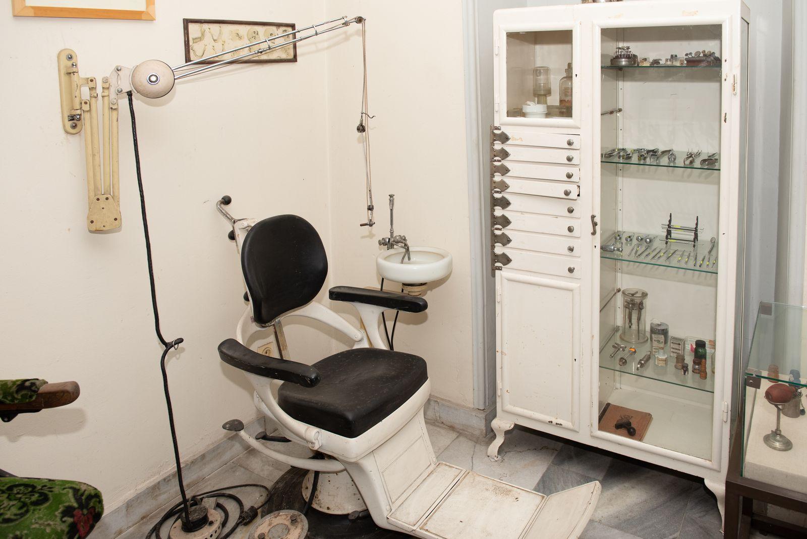 Muzei224_Възстановка на зъболекарски кабинет от средата на 20-то век