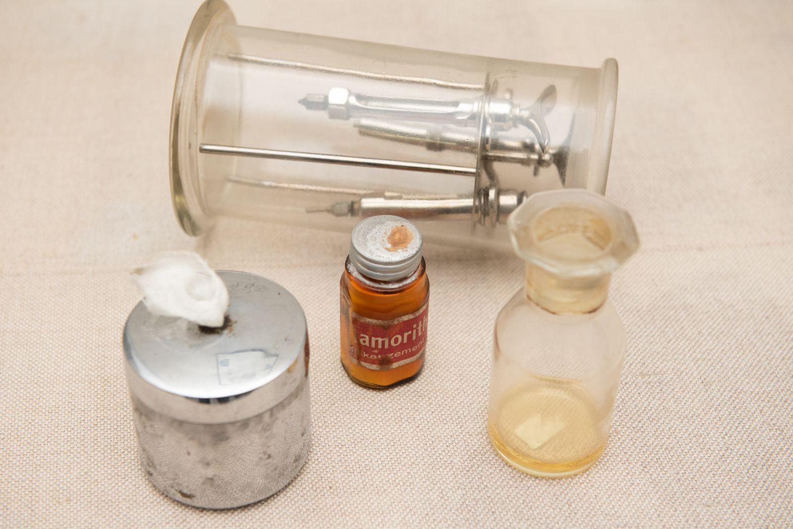 Muzei238_Стоматологични инструменти, препарати и пособия