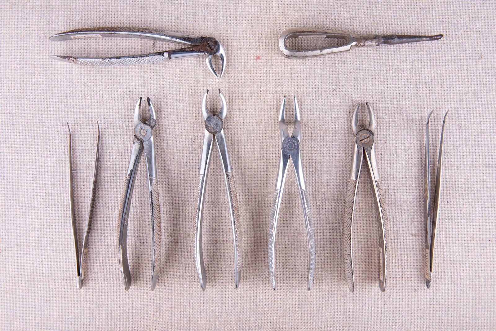 Muzei273_Зъболекарски клещи и лост за вадене на зъби