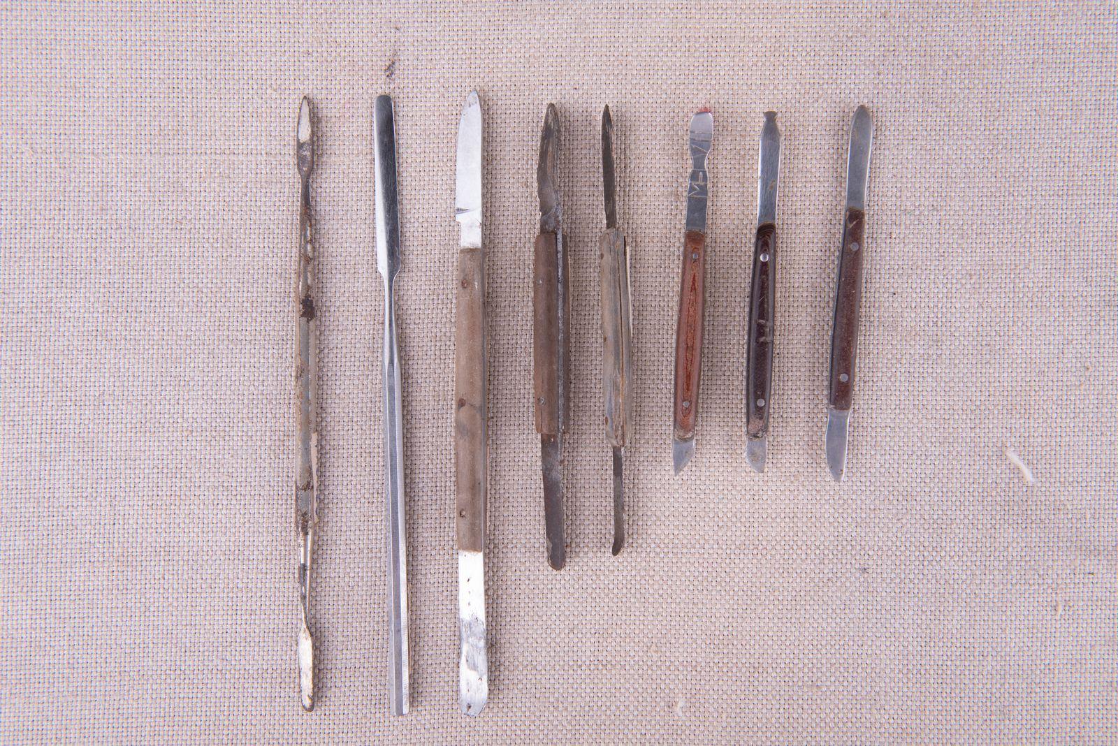 Muzei278_Моделажни ножчета за работа с восък и шпатул за цимент