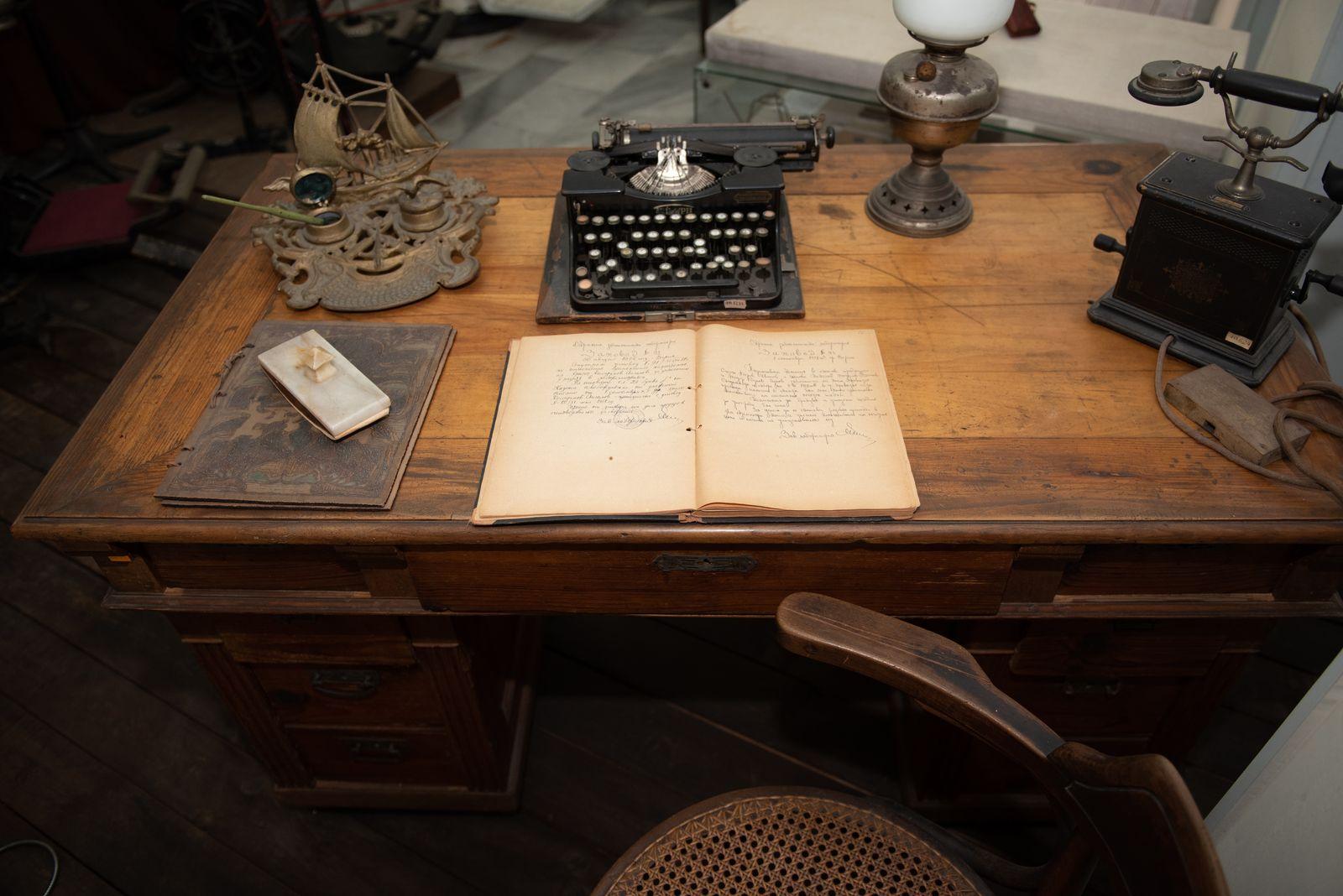 Muzei290_Старинно писалище от първата половина на 20-ти век