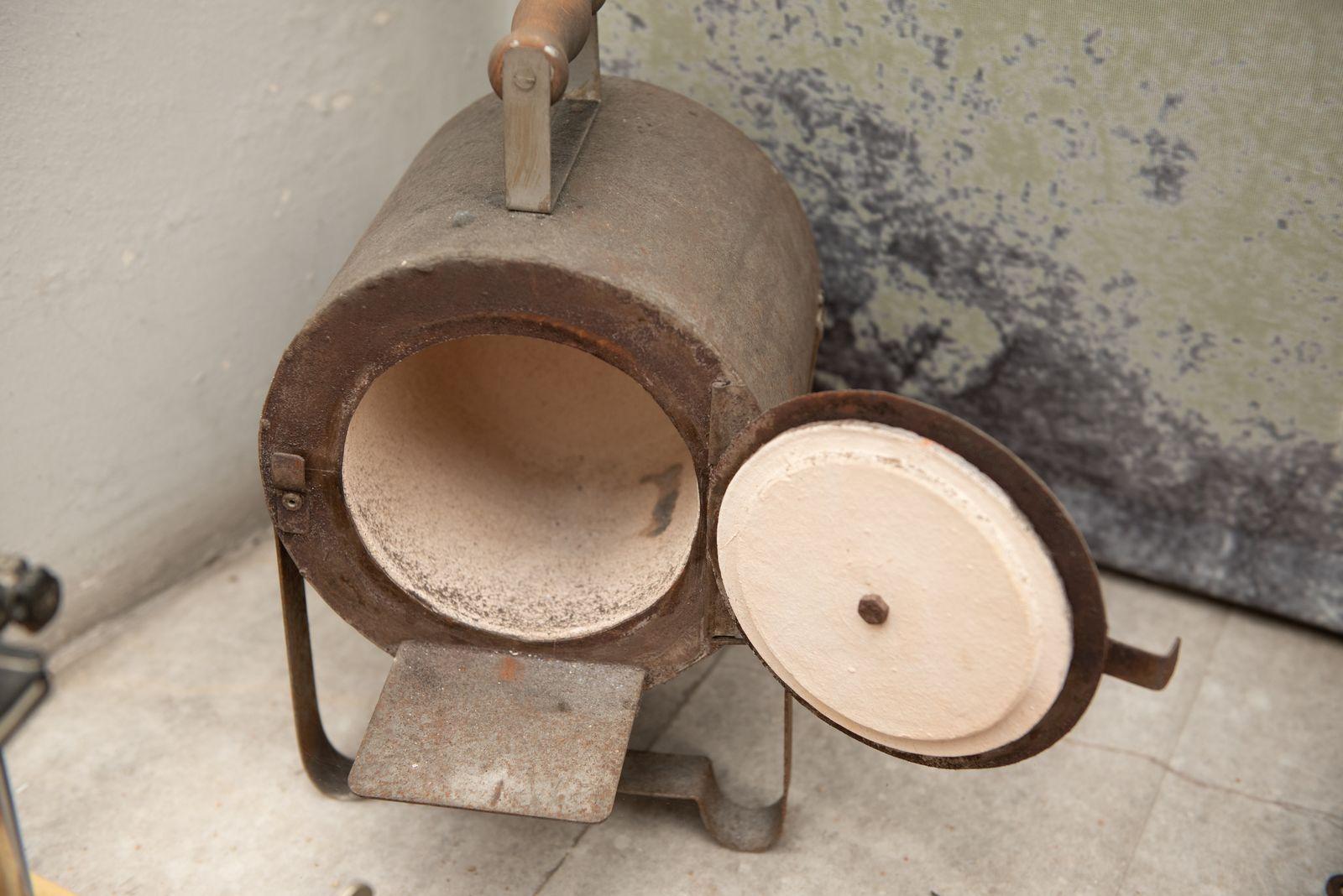 Muzei310_ Зъботехническа пещ за подгряване на муфи и подготовката им за отливане от метал