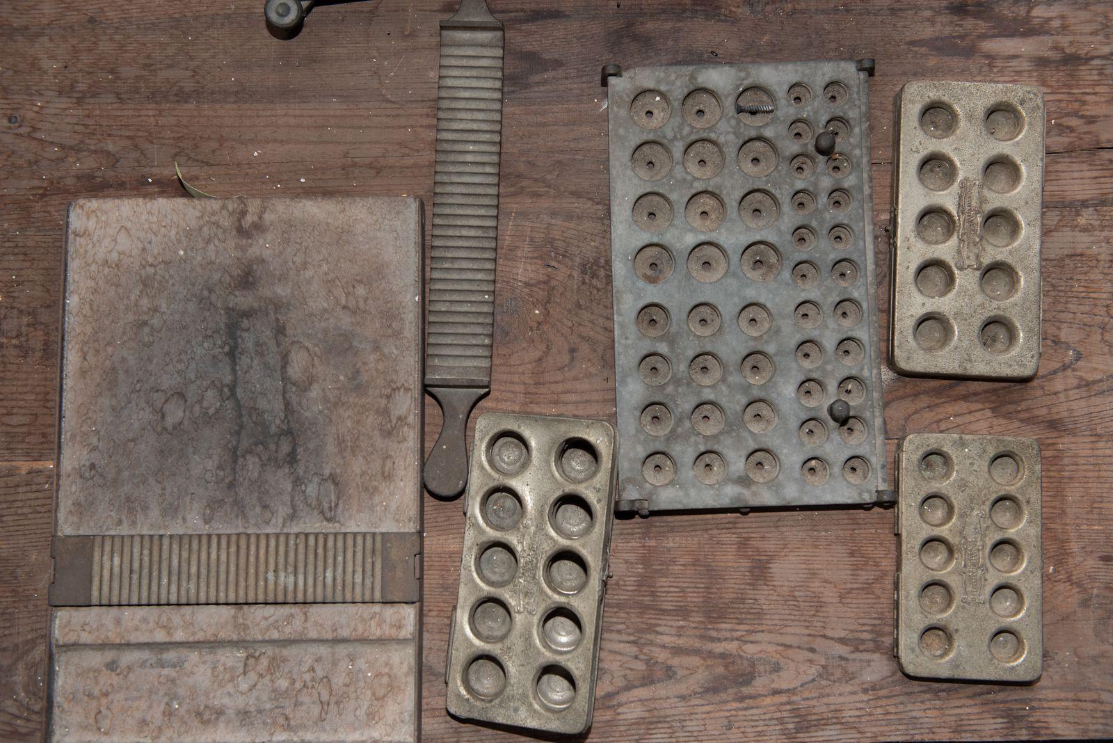 Muzei184_Машина за пилюли и преси за капсули от първата половина на 20-ти век