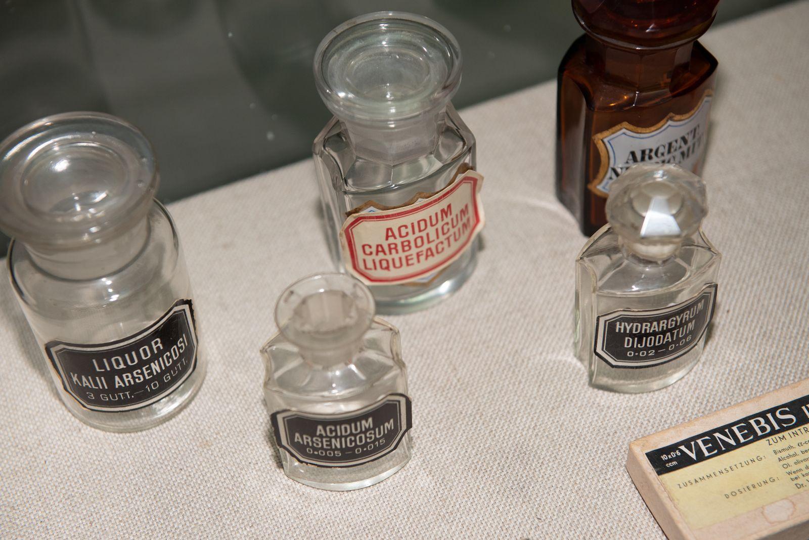 Muzei216_Аптечни шишета