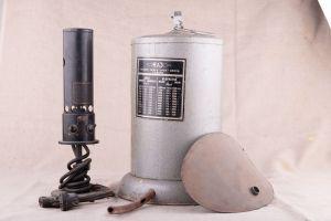 Muzei12_Лампа за поляризация (използван в санепидстанцията в гр. Бургас, от средата на 20-ти век, грейка и спирометър (за диагностика на дихателна