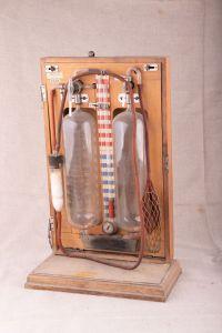 Muzei14_Апарат за пневмоторакс - За изкуствено запълване на плевралната кухина с въздух