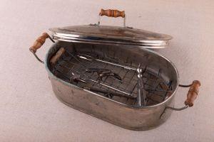 Muzei43_Стерилизатор с медицински инструменти от началото на 20-ти век