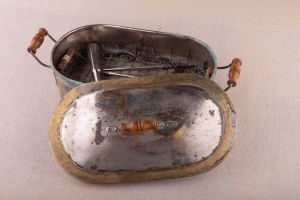 Muzei46_Стерилизатор с медицински инструменти от началото на 20-ти век