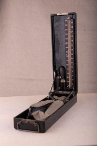 Muzei106_Сфигмоманометър, произведен в Германия през 30-40 г. на ХХ в