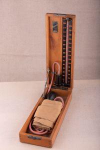 Muzei108_ Сфигмоманометър. Апарат за измерване на кръвно налягане. Използван във Военна болница-Варна