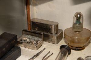 Muzei212_Спиртник, калъф за спринцовки и иглички от първата половина на 20-ти век