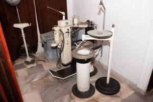 Muzei78_Зъболекарски стол с принадлежащия към него инвентар от средата на 20-ти век
