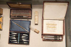 Muzei220_Зъболекарски инструментариум - инструмент за златни пломби, шпател, гарнитура за шпатели, наконечници