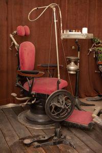 Muzei225_Възстановка на зъболекарски кабинет от първите години на 20-ти век