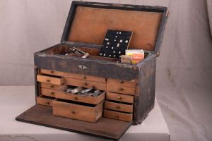 Muzei228_Студентско сандъче за зъболекарски инструменти - от началото на ХХ век