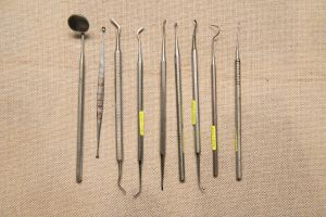 Muzei235_Стоматологичен инструментариум-за преглед и лостове за вадене на зъби